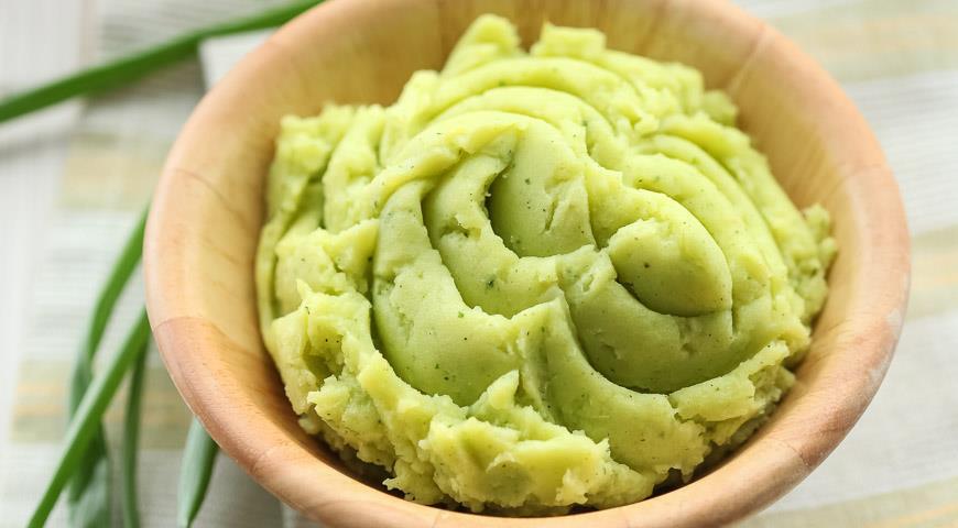 Картопляне пюре з печеною часником і зеленню