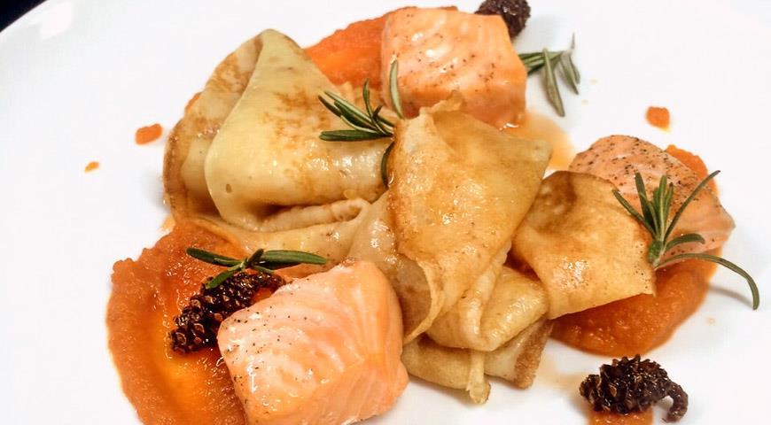 Рецепт Блины с морковью и лососем от Максима Мясникова