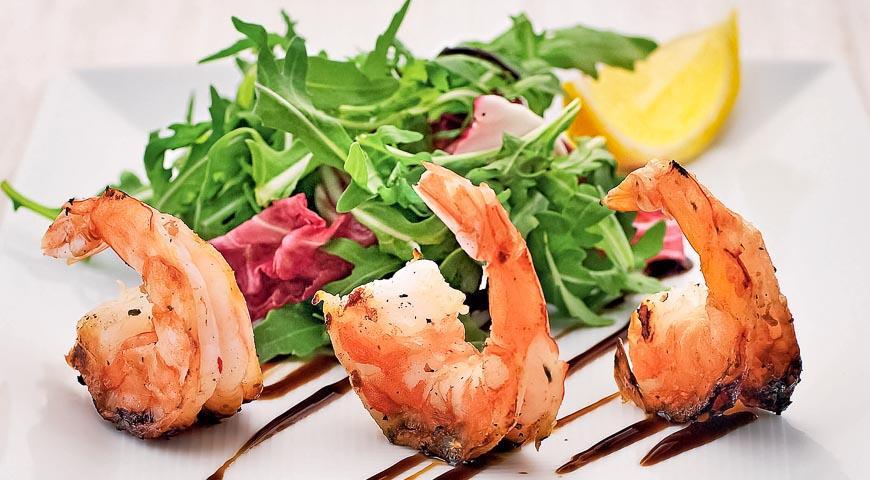 Теплый салат с морепродуктами в сливках