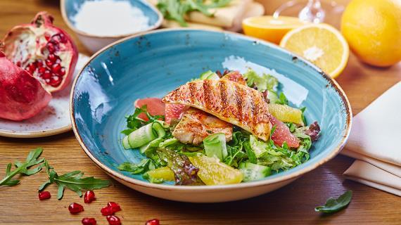Зеленый салат с барабулькой