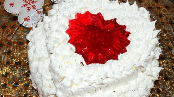 Торт бисквитный с вишней, желе и 2 видами крема