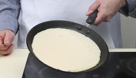 Млинці з припеком з яєць і зеленого лука