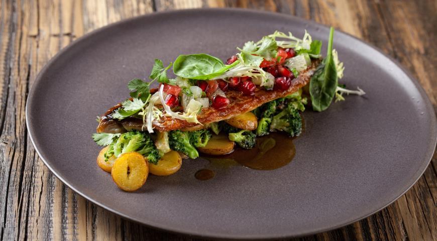 Рецепт Жареная макрель с картофелем, брокколи и азиатским соусом