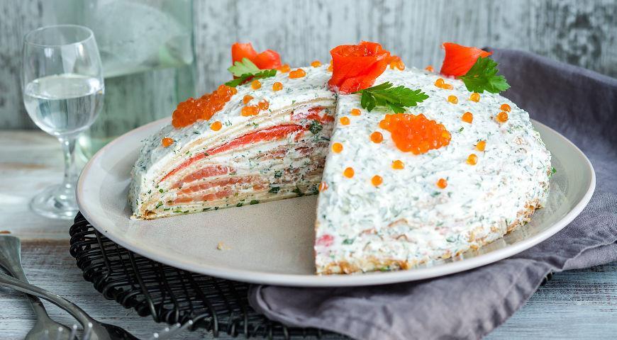 Рецепт Блинный пирог с лососем и мягким сыром