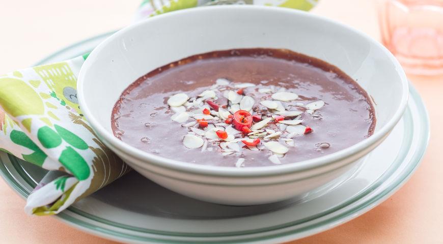 Рецепт Шоколадный суп с соленым миндалем и перцем чили