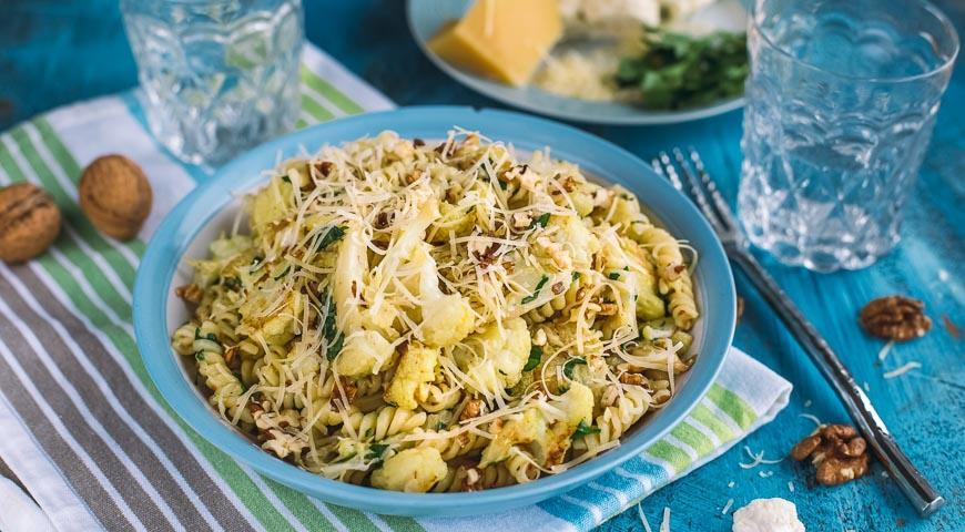 Рецепт Паста с запеченной цветной капустой, чесноком и грецкими орехами