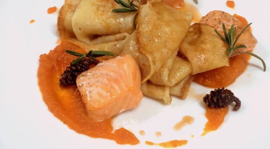 Рецепт Блины с морковью и лососем