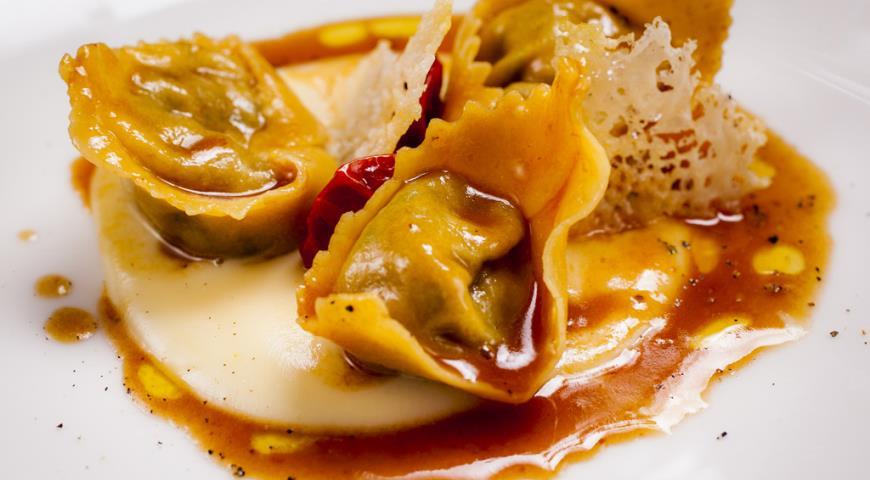 Рецепт Равиоли с уткой и соусом из пармезана