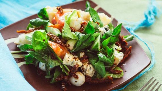 Салат из овощей с тремя сырами, пошаговый рецепт с фото