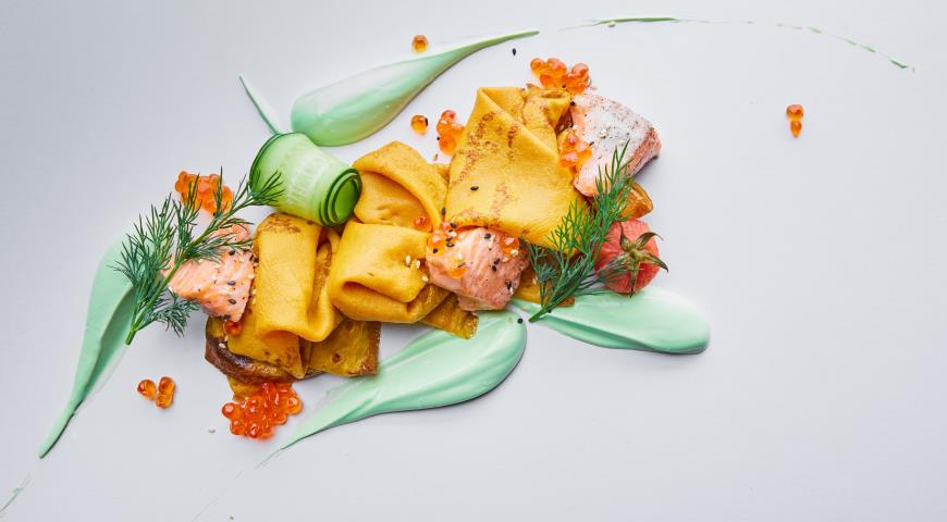 Рецепт Морковные блины с лососем