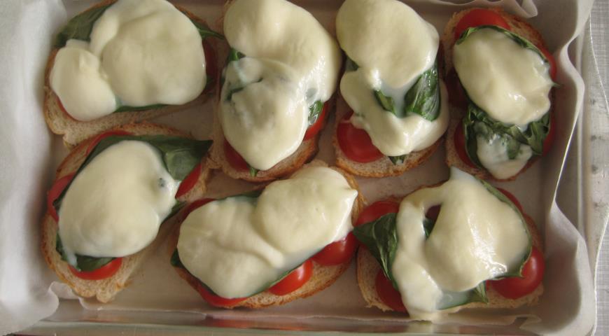 Горячие бутерброды «В итальянском стиле» . Шаг 6