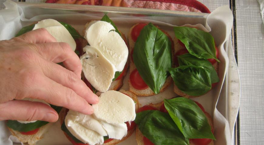 Горячие бутерброды «В итальянском стиле» . Шаг 5