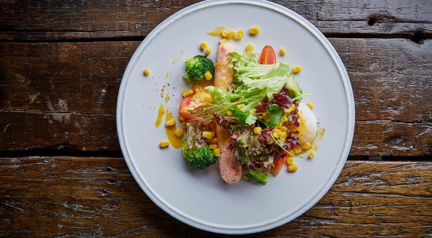 Рецепт Сосиска из краба с голландским соусом и яйцом пашот