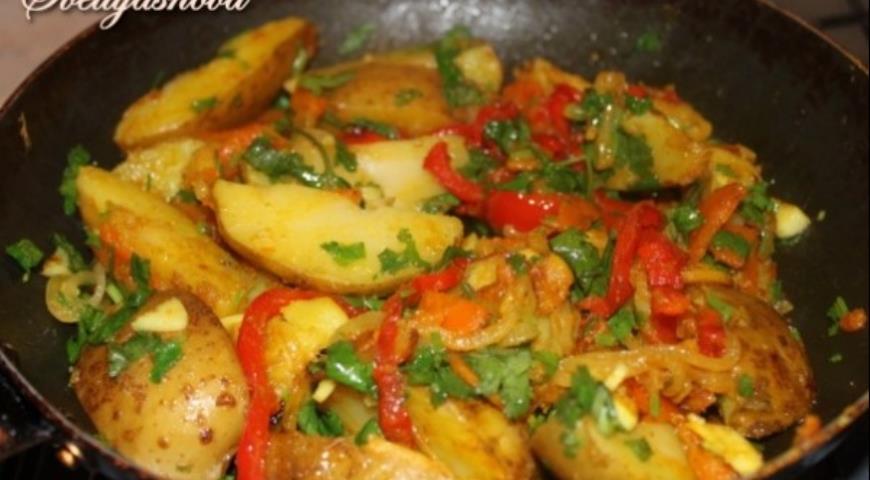 Рецепт Картофель в мундире с имбирем, овощами и куркумой