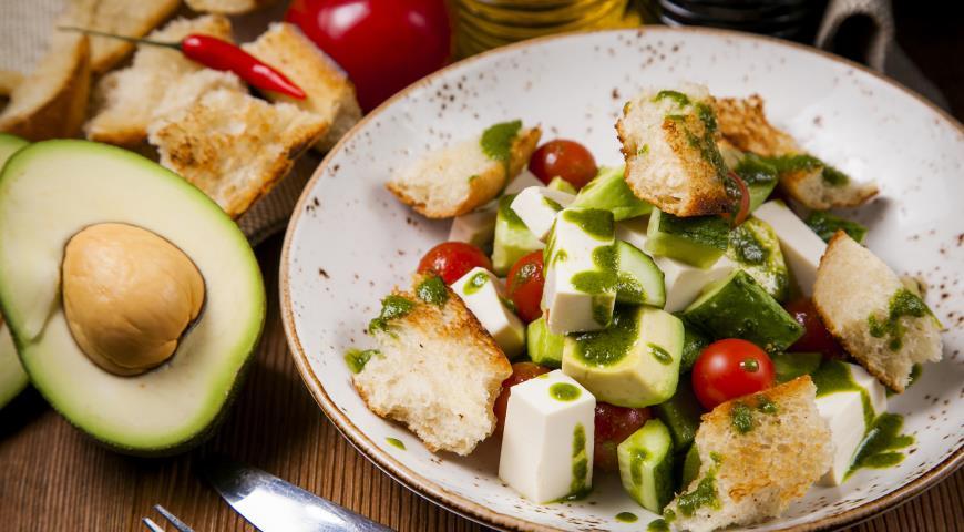 Рецепт Салат с авокадо, тофй и русским песто