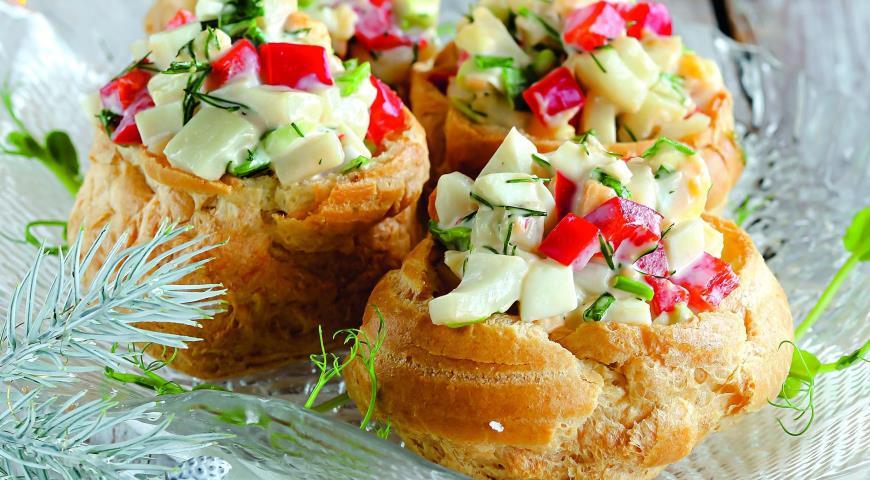 салат из кальмаров в консервах рецепт