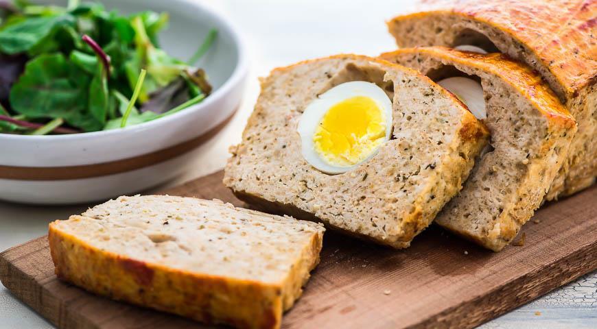 Рулет из курицы с яйцами