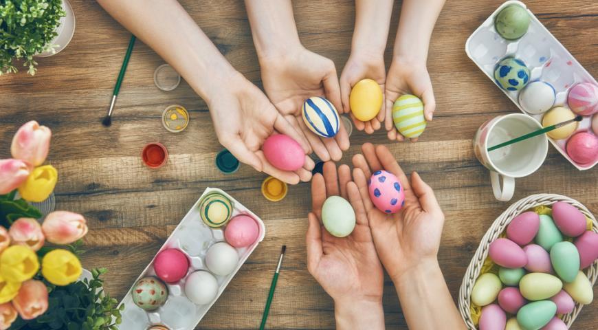 Как покрасить яйца на Пасху своими руками красиво и