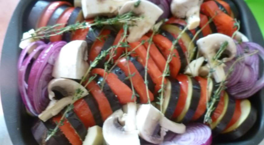 Запечені овочі з часниковим соусом