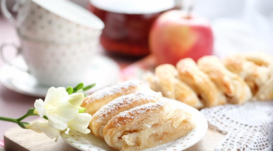Слоеная плетенка с карамелизованными яблоками 2