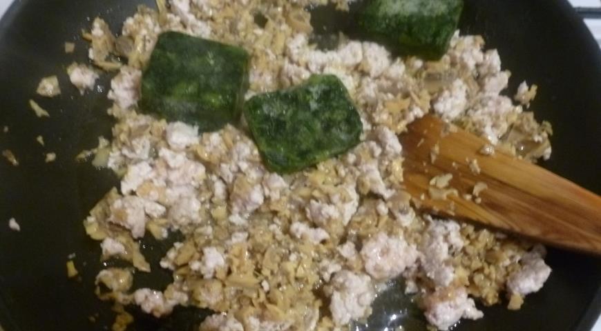 Паста с огурцом, курицей и шпинатом. Шаг 2