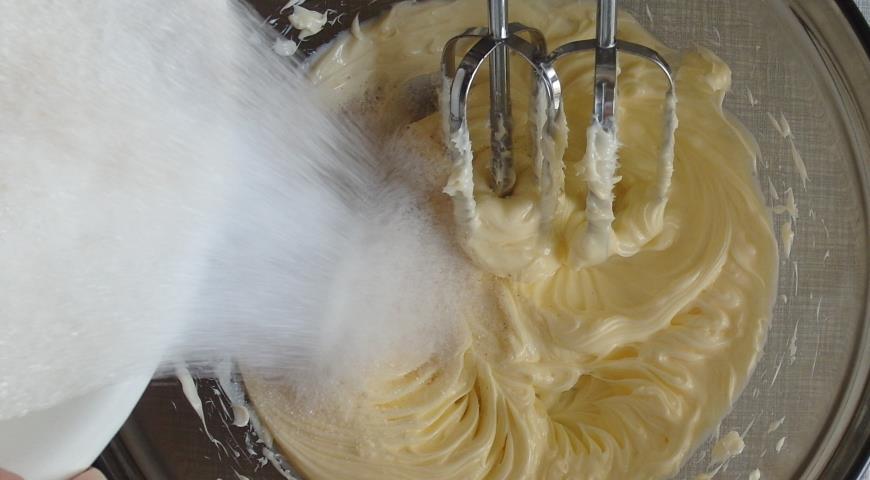 Готовим масло для вишневого пирога