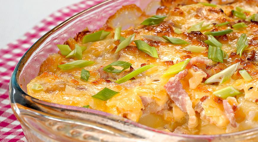 Тартифлет, рецепт с фото. Запеканка из картофеля с беконом и сыром камамбер