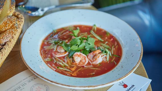 Холодный томатный суп Кук-си с креветками