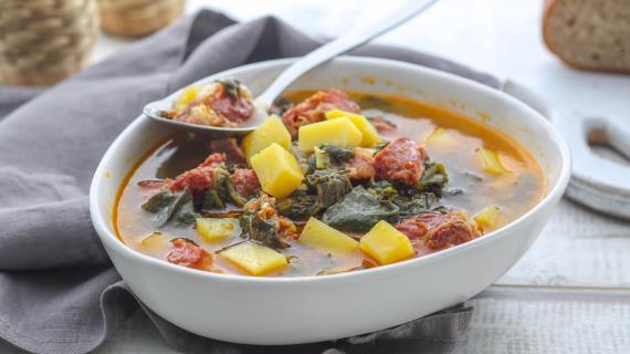 Хорватский суп смолодой зеленью
