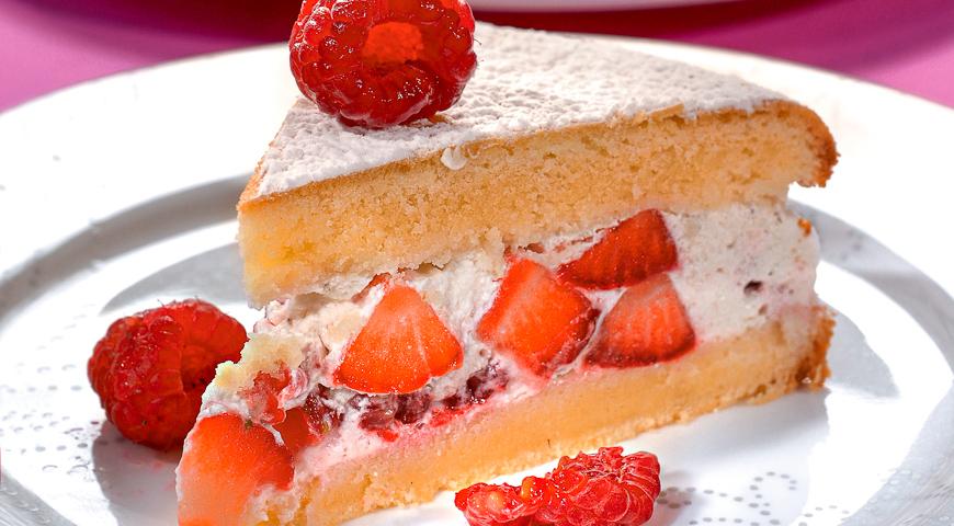 Бисквит с клубничным кремом - кулинарный пошаговый рецепт с фото на KitchenMag.ru