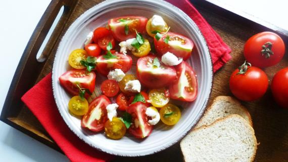 Моцарелла с помидорами рецепт с фото