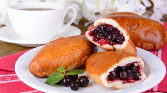 печёные пирожки с ягодами рецепт с фото