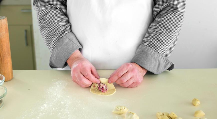 Фото приготовления рецепта: Уральские пельмени, шаг №5