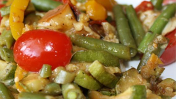 Теплый салат-гриль с копченым сулугуни