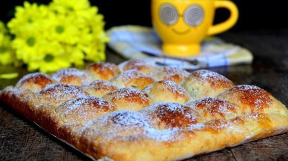 Пирог с яблоками и финиками