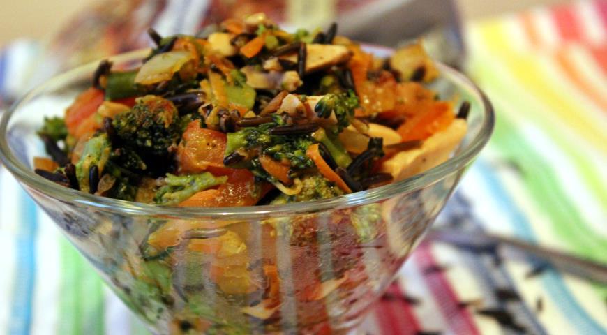 Теплый овощной салат с диким рисом и шампиньонами. Шаг 7