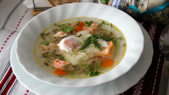 Суп из сёмги с рисом Акватика микс и яйцом пашот