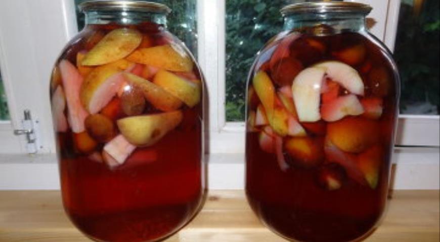 Компот из слив и яблок на зиму, пошаговый рецепт с фото