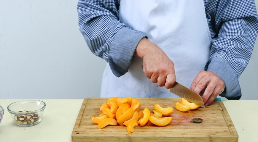 Салат из утки с кардамоном, абрикосами и луком. Шаг 2