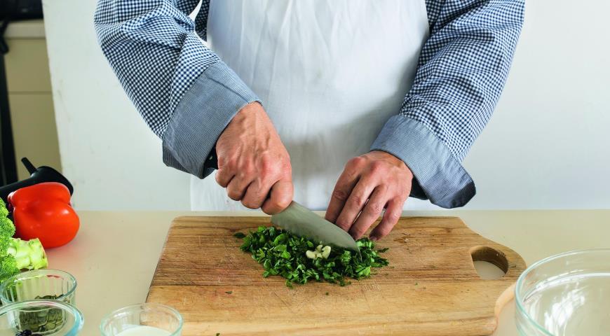 Салат из брокколи с перцем итворожным кремом. Шаг 1