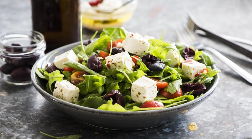 Салат соливками и сыром
