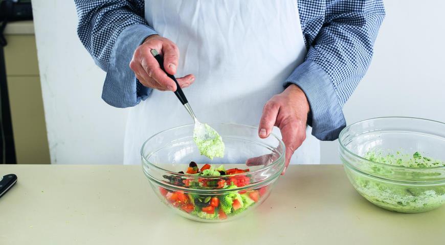 Салат из брокколи с перцем итворожным кремом. Шаг 4