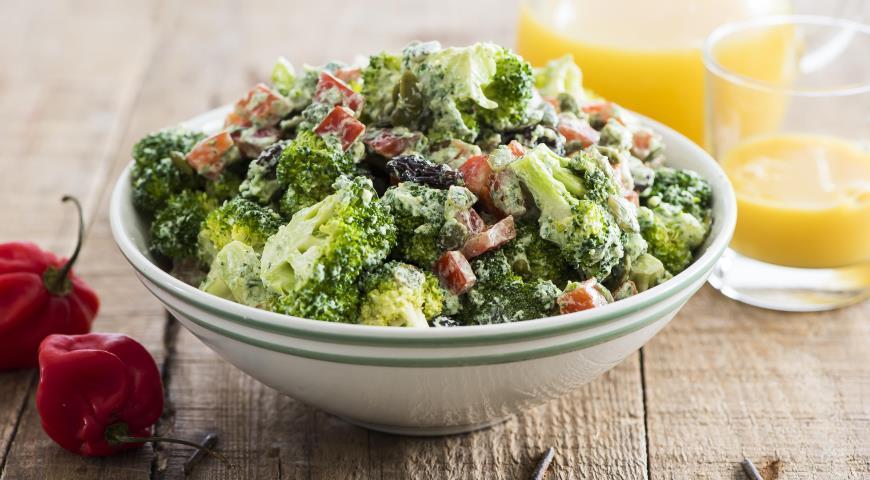 Салат из брокколи с перцем итворожным кремом 2