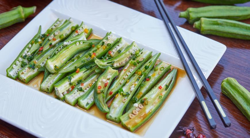 Теплый салат из свежей окры