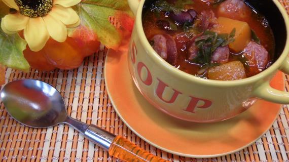 Томатный суп с тыквой и мангольдом