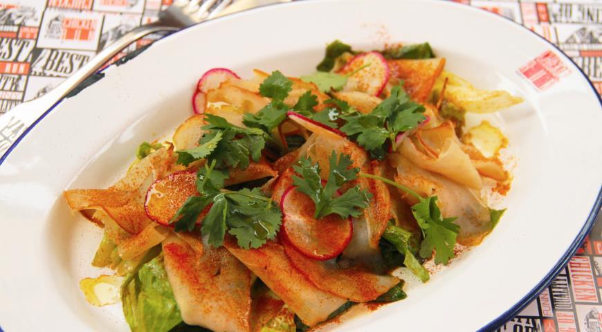 Салат с карпаччо из копченой куриной грудки