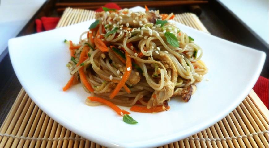 салат из рисовой лапши фунчоза рецепт с фото