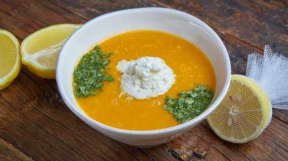 Криа Супа Мэ Ревифия Кэ Тахини (холодный суп с нутом и тахини)