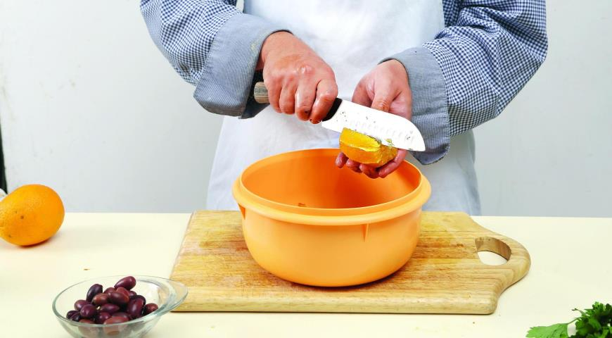 Салат из печеных перцев с анчоусами. Шаг 3