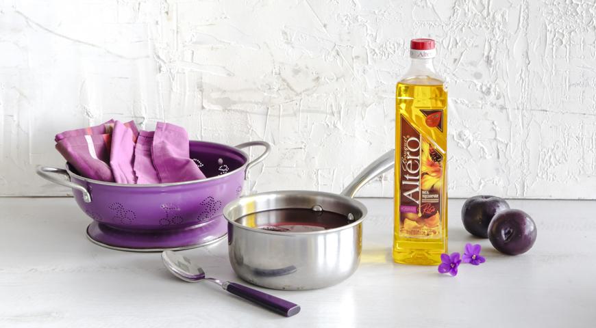Салат из карамелизованной свеклы и сливы с фиалками. Шаг 1